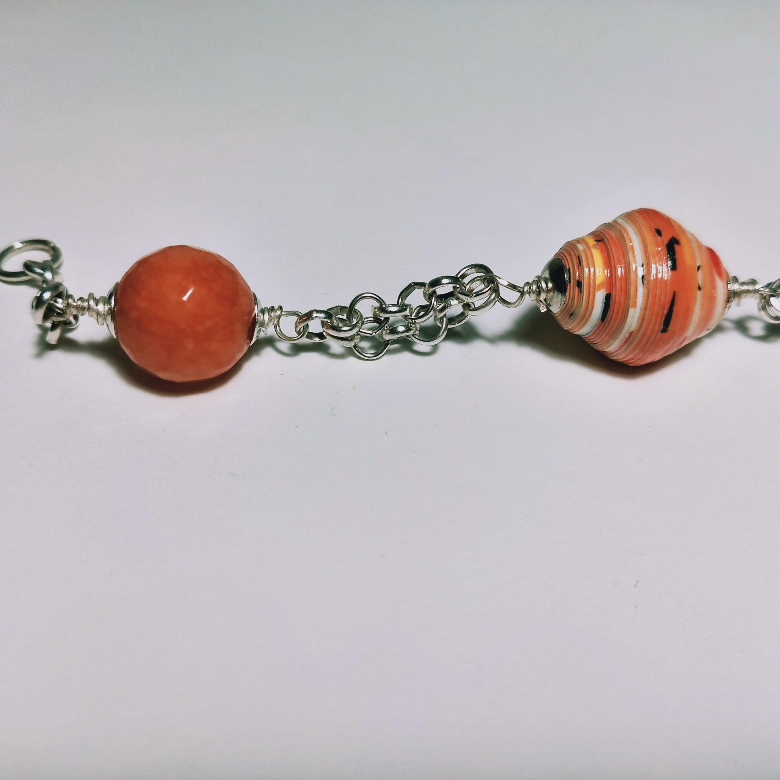 Bracciale rosso arancio dettaglio